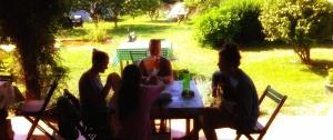 Merienda en la terraza - ALBERGUE LLANES PLAYA DE POO